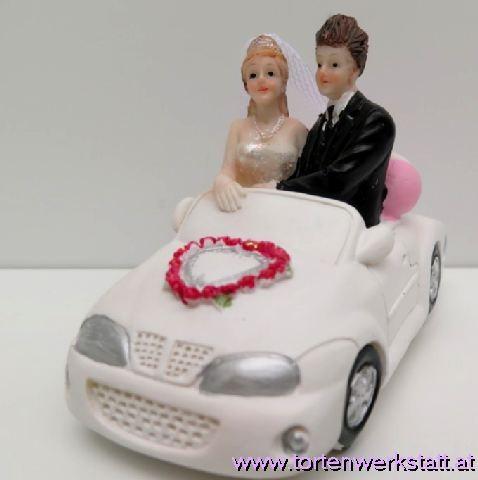 FI HF Brautpaar im Hochzeitsauto