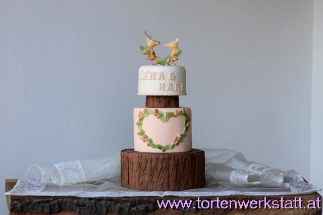 Hochzeitstorte mit Hirschmotiven