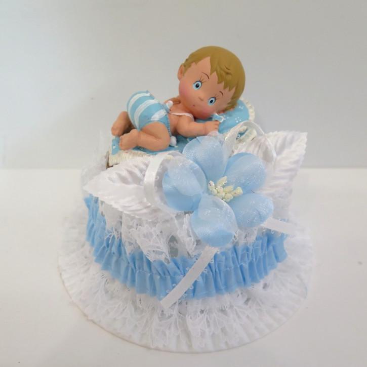 Figur Baby im Stubenkorb auf hohem Sockel blau